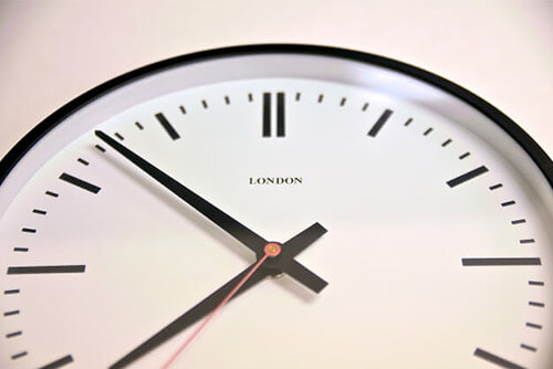 勤怠管理をリアルタイム化するメリット・生産性や経営状況を改善する方法