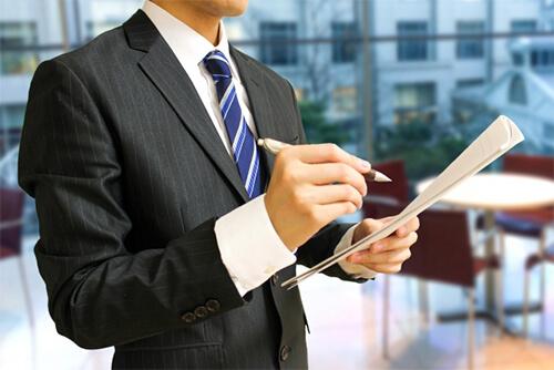 勤怠管理は労務管理の一部。勤怠管理と労務管理の違いと定義